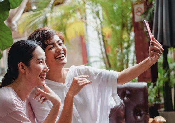 smiling group selfie filipina